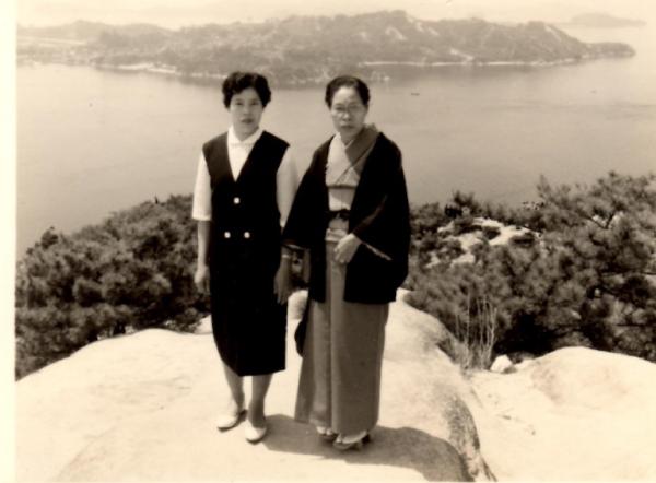 二代目 青木富子と初代 岡野松野 親子写真