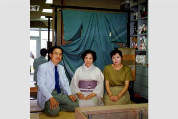 平成8年、青木幸一が代表へ就任。京家呉服店は3代目へと継承されました。